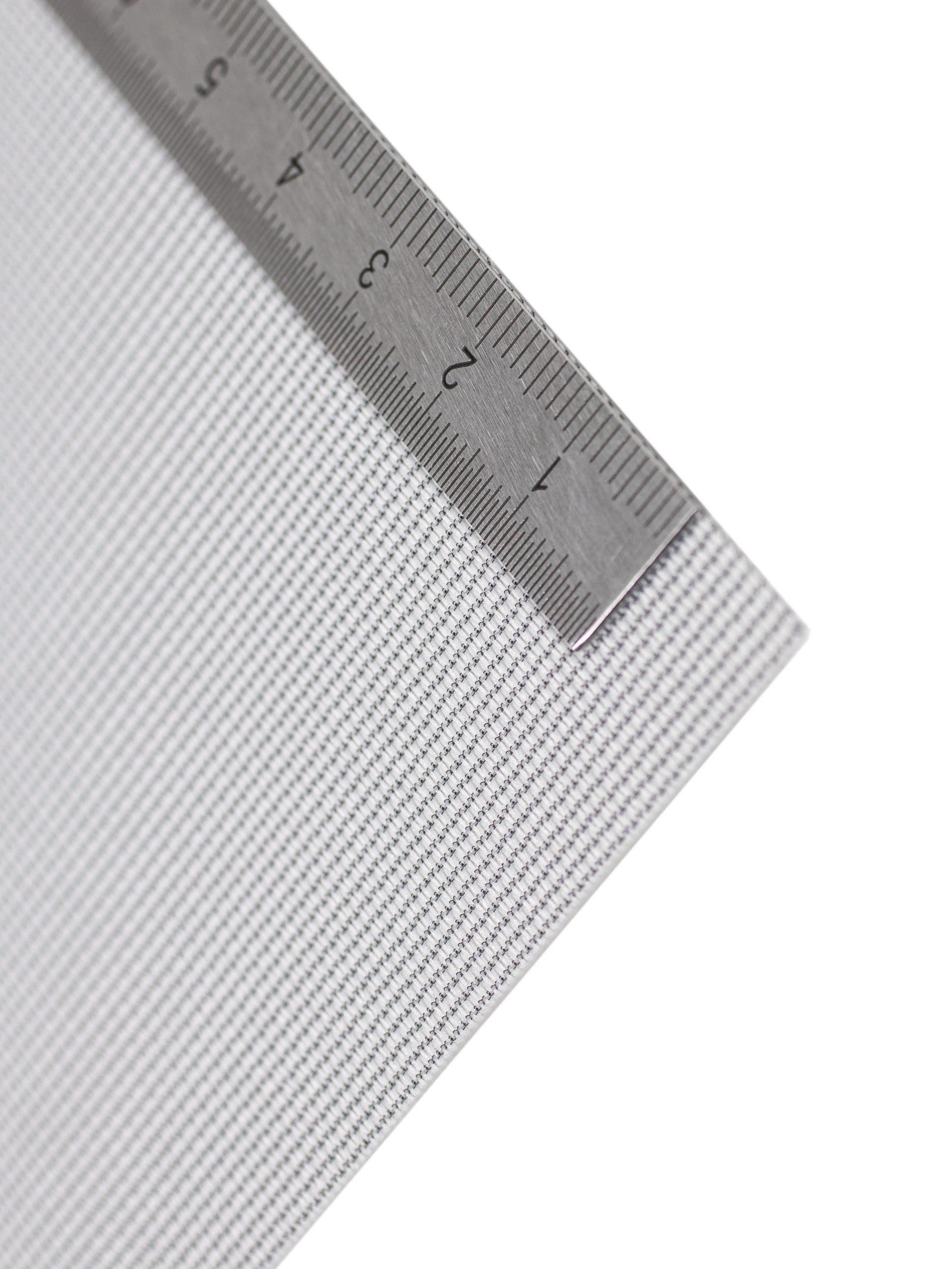 An der Kante des Textil Decolux 2507 liegt ein Maßband