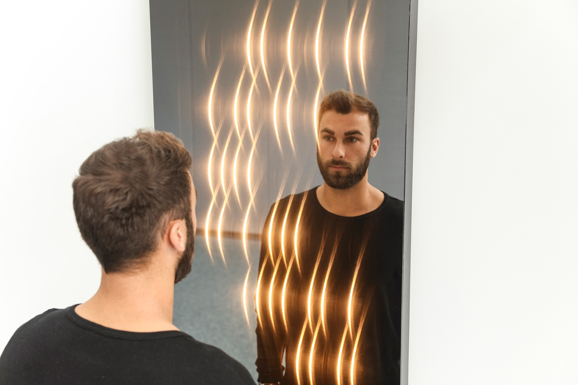 Der Spiegel für das Interior Design mit Lichteffekt