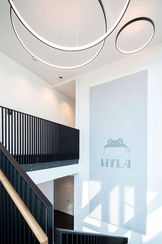 Rahmensystem mit Textil und Licht