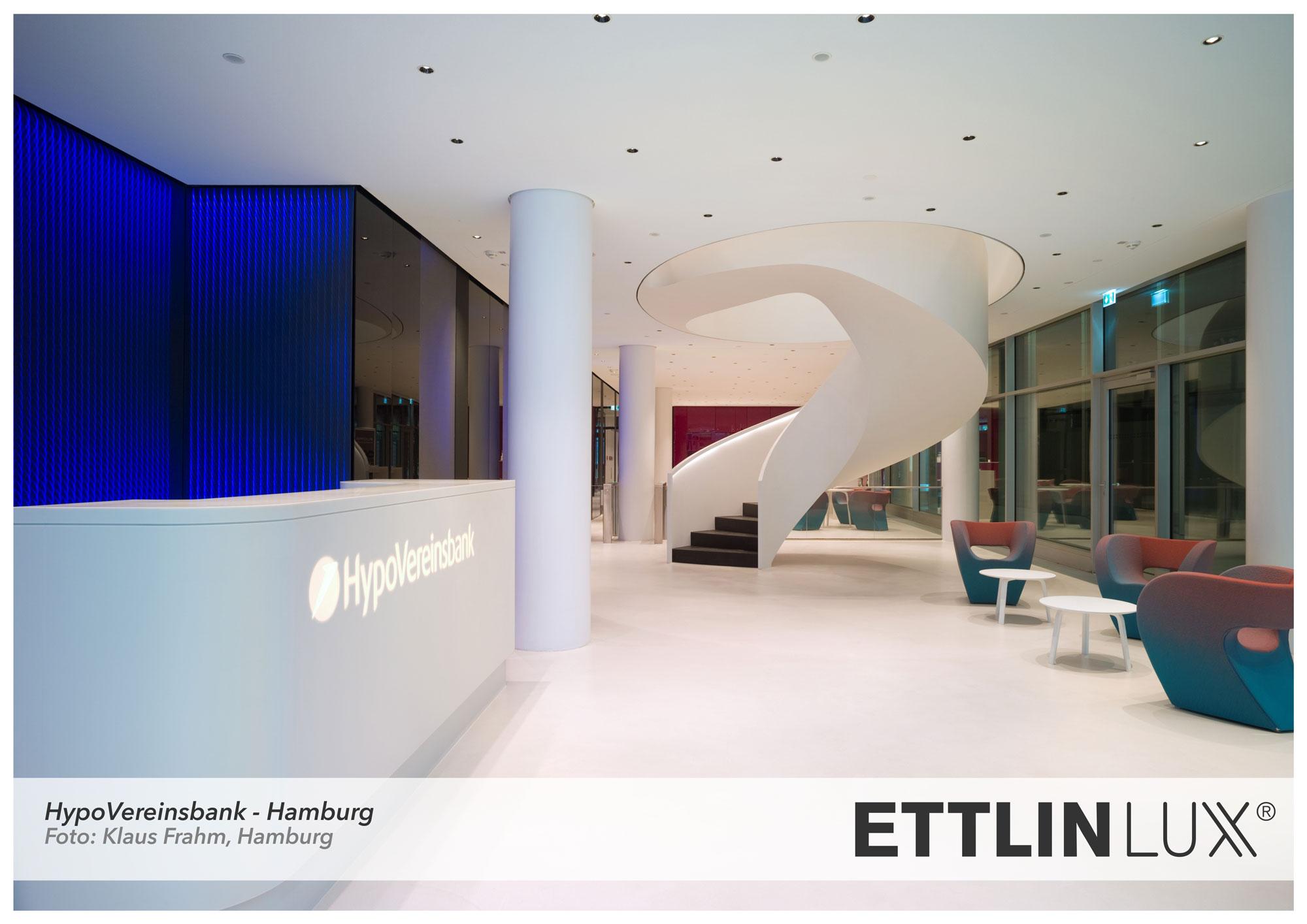 Eingangsbereich der Hypovereinsbank mit Lichtinstallationen