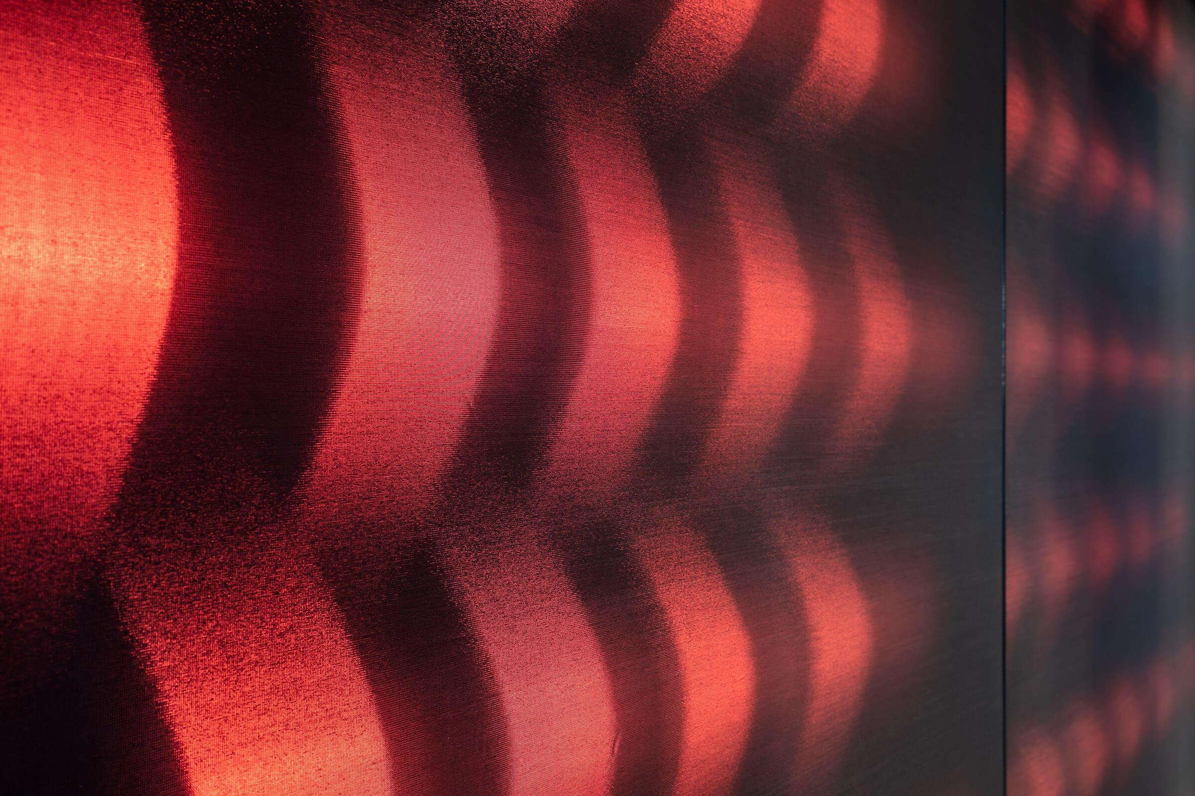 Detailaufnahme von leuchtenden Textilien in LED Leuchtrahmen