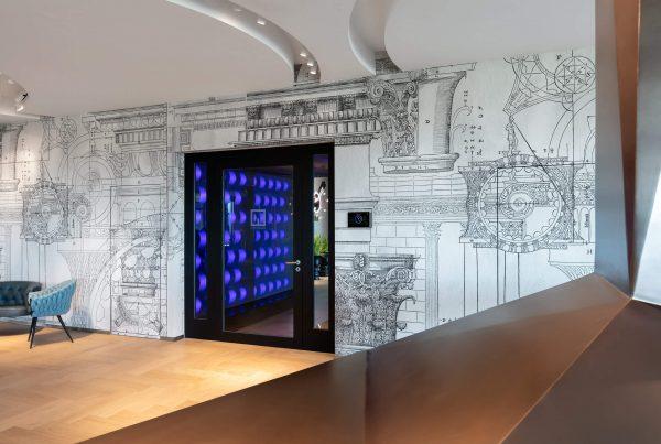 LED Leuchtrahmen in blau blicken durch die Glastür des edel eingerichteten Architekturbüros