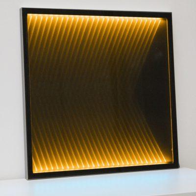 Mood Textil im Glas mit gelbem Lichteffekt