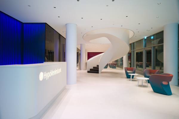 Large-area framesystems backlit with LEDs that create a dynamic lighteffect. ETTLIN LUX® light technical fabric enables a very special light effect in the entrance area of the HypoVereinsbank.