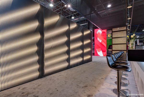 ETTLIN LUX Textilien im Spannrahmen von OCTANORM auf der EuroShop 2017
