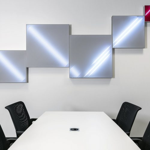 Aluspannrahmen mit Textil und Licht für das Büro
