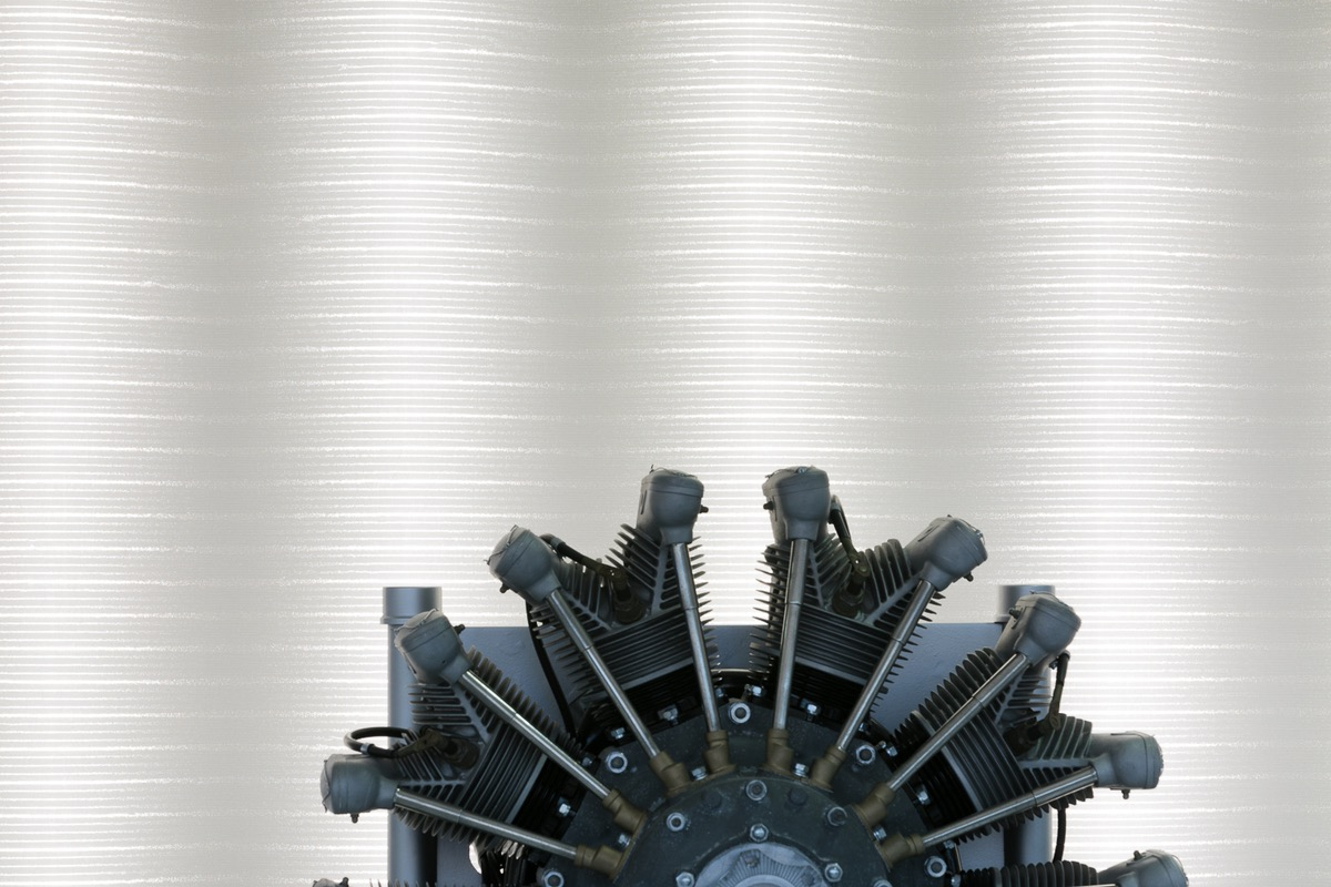 Textiler Leuchtrahmen hinter Ausstellobjekt im BMW Museum
