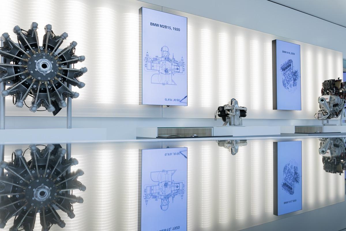 Textiles Licht im Ausstellungsbereich des BMW Museum in München